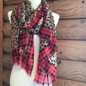 Accessories - Lovely plaid/leopard long scarf